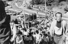 「青少年のために歩こう会」約4000名の長蛇の列
